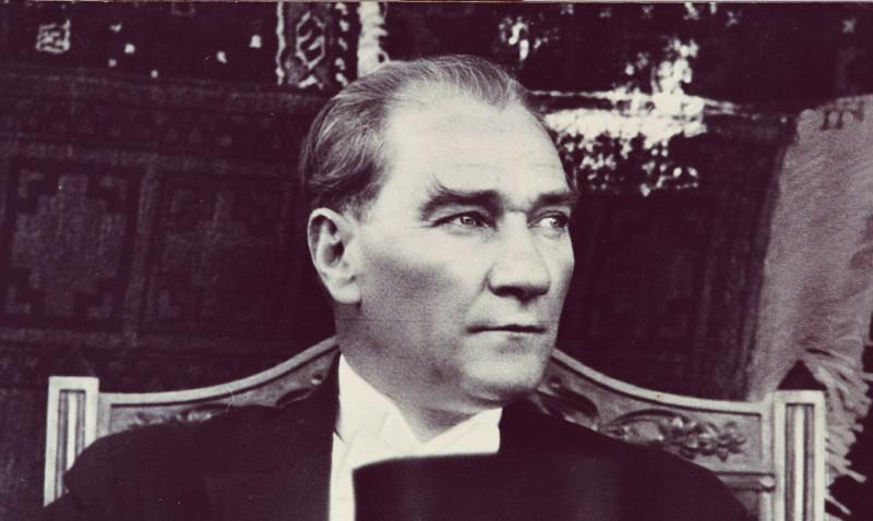 la historia de Atatürk
