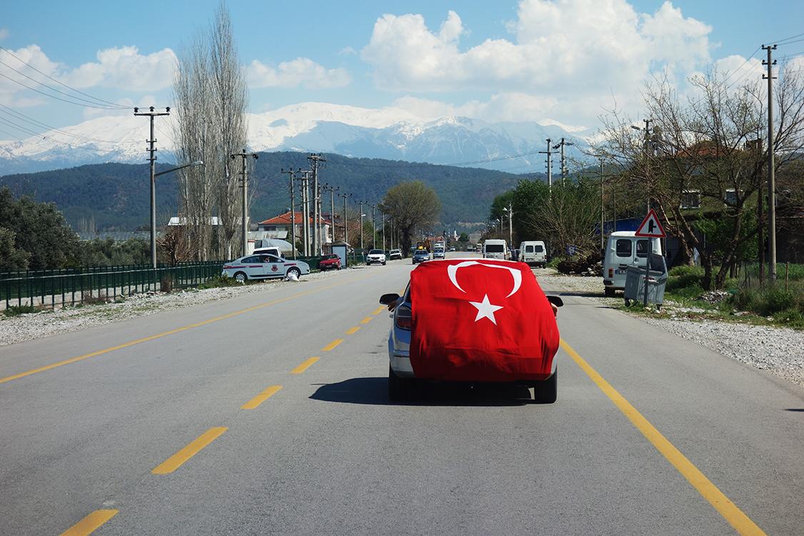 coche bandera Turquía