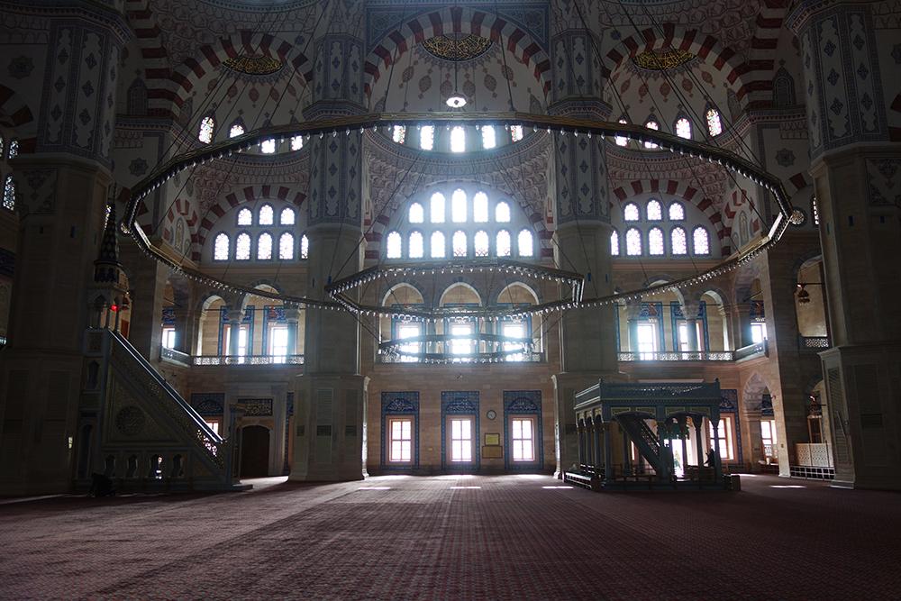 sabanci mezquita interior adana