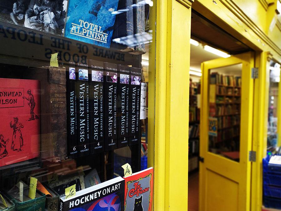 st-nicolas-market-libros