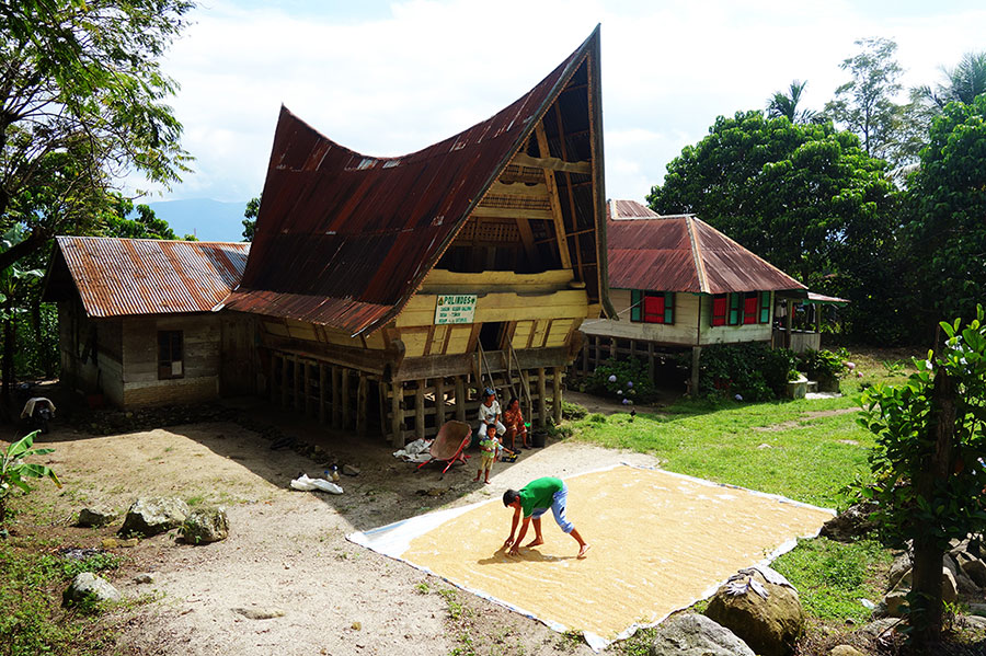 casa-batak-lago-toba