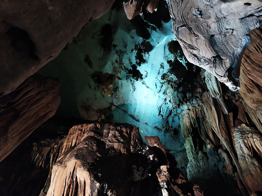 trung-trang-cueva-cat-ba