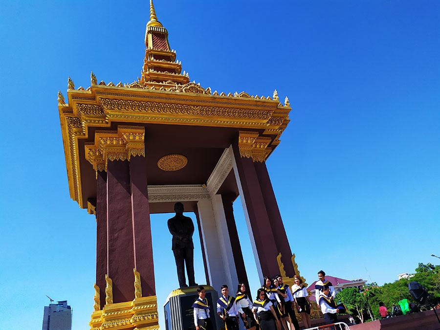 estatua-rey-sihanouk