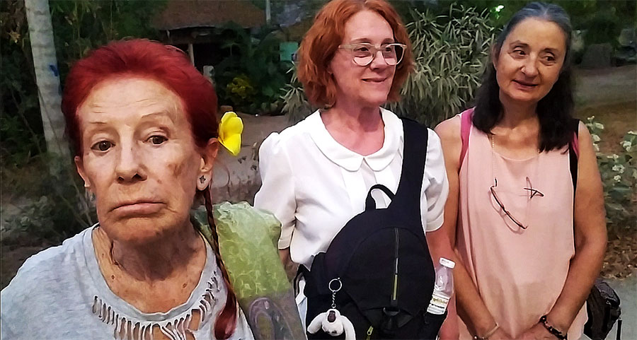 abuelita mochilera y españolas en myanmar