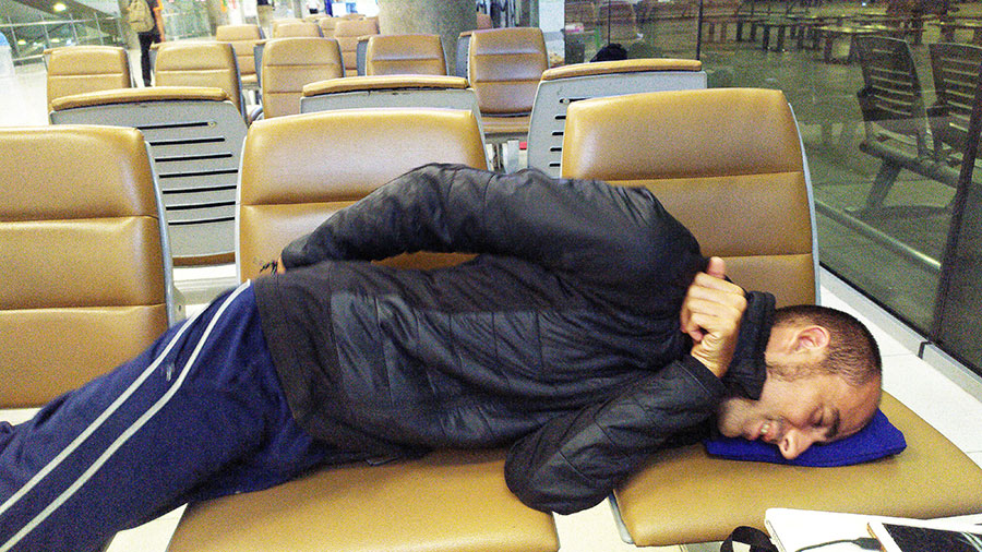 dormir-en-el-aeropuerto