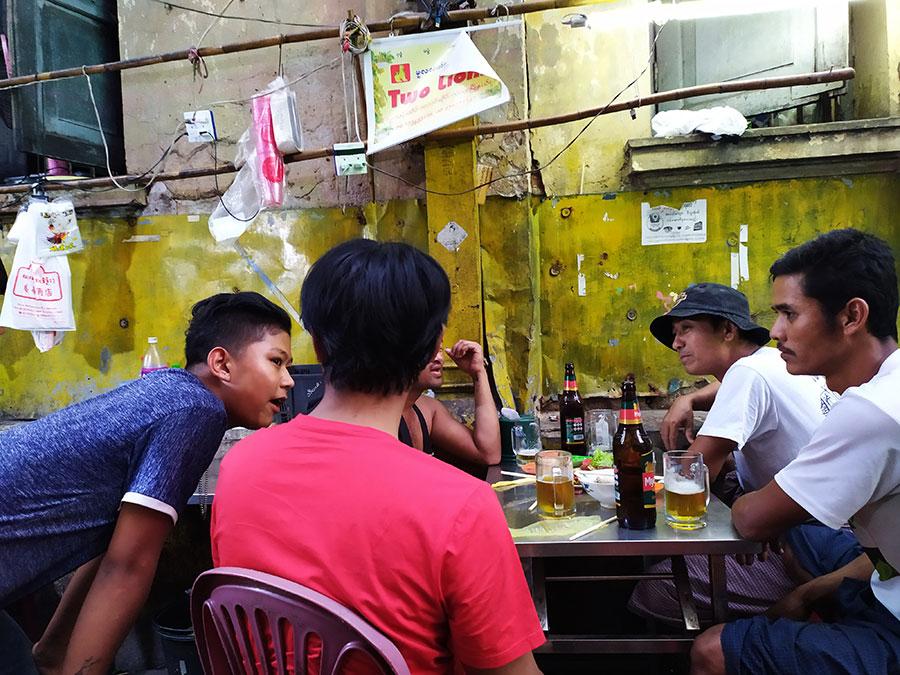 hombres-en-myanmar