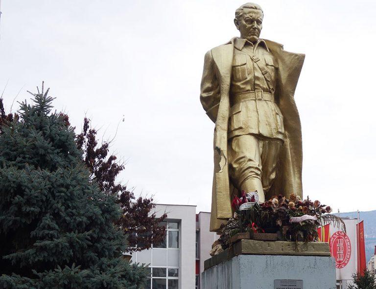 monument-skopje-golden-man