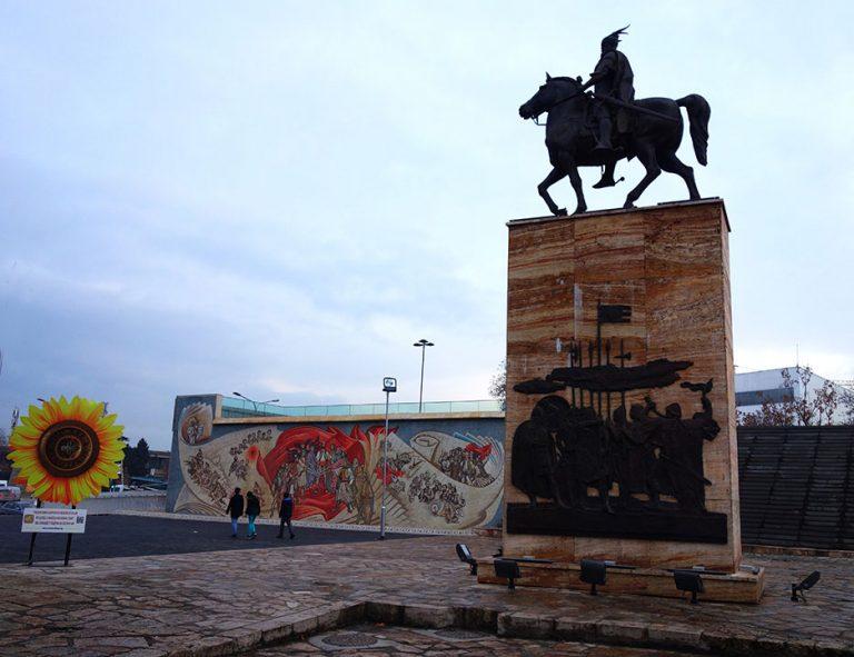 monument-skopje-murales