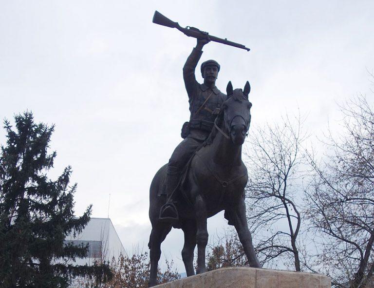 monumentos-skopje-alto-el-fuego