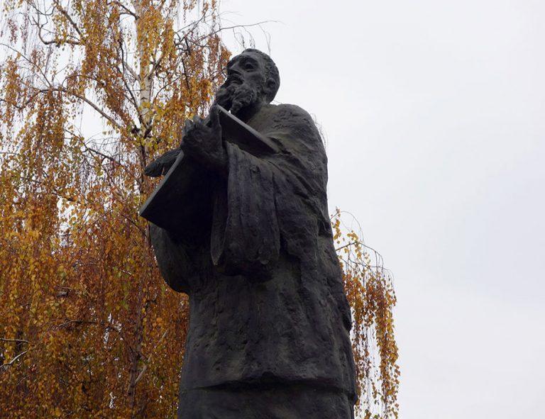 monumentos-skopje-lector