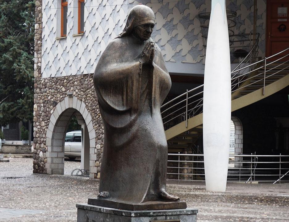 skopje-monument-pray