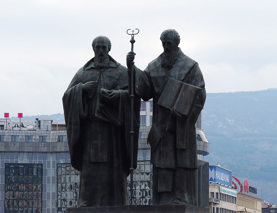 skopje-monument-twins